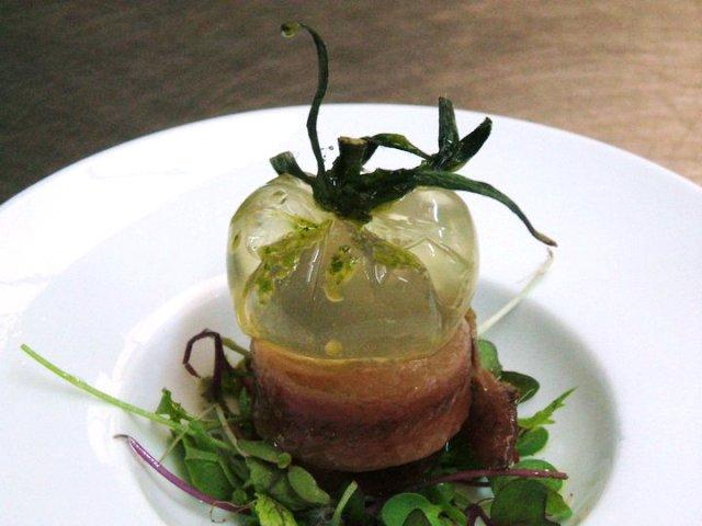 Falso tomate con anchoa de Santoña