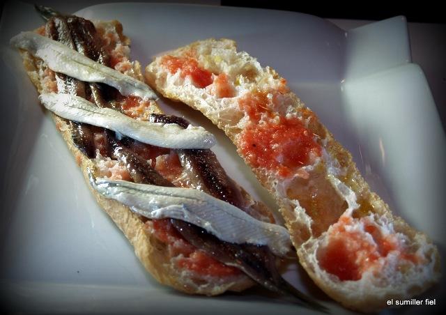 Anchoa y Boquerón con tomate y pan