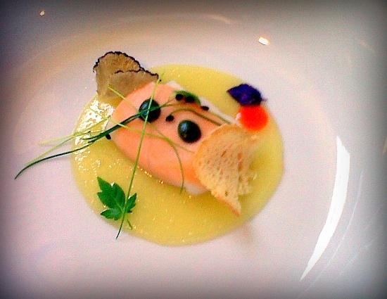 ravioli de calamar con sopa solida de trufa