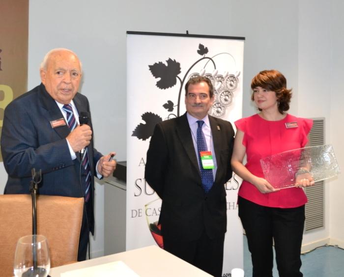 Premio a Manuel Juliá
