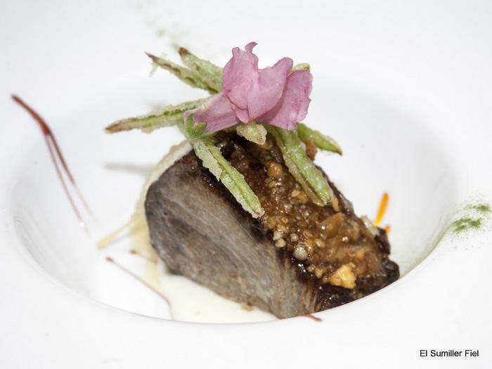 Taco de Atún con picada de frutos secos