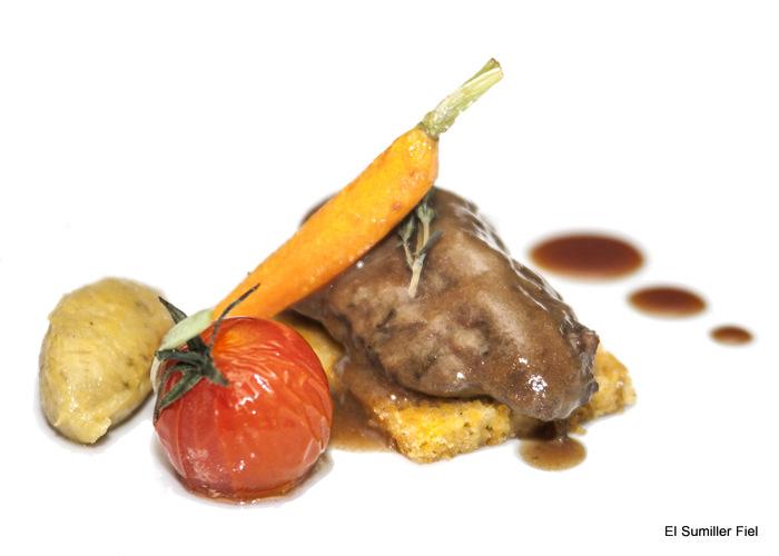Carrillada de cerdo y bizcocho de zanahoria