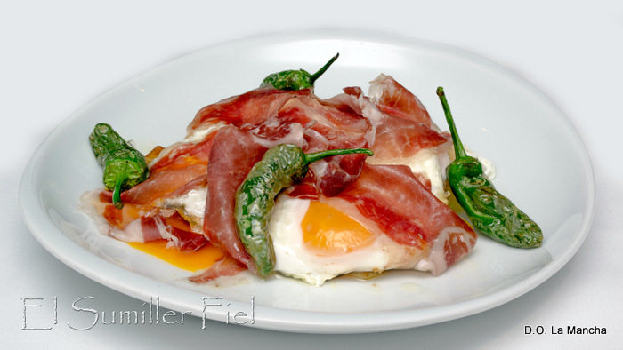 huevos con jamón y vino D.O. La Mancha