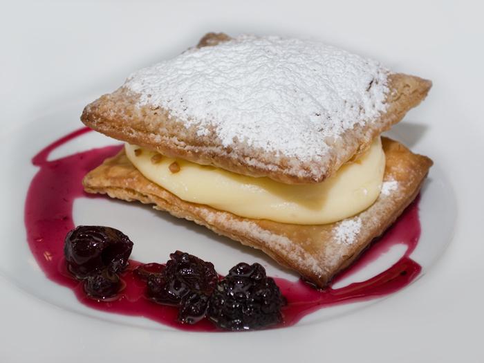 Hojaldre-con-crema-del-restaurante-palio-de-ocaña-700