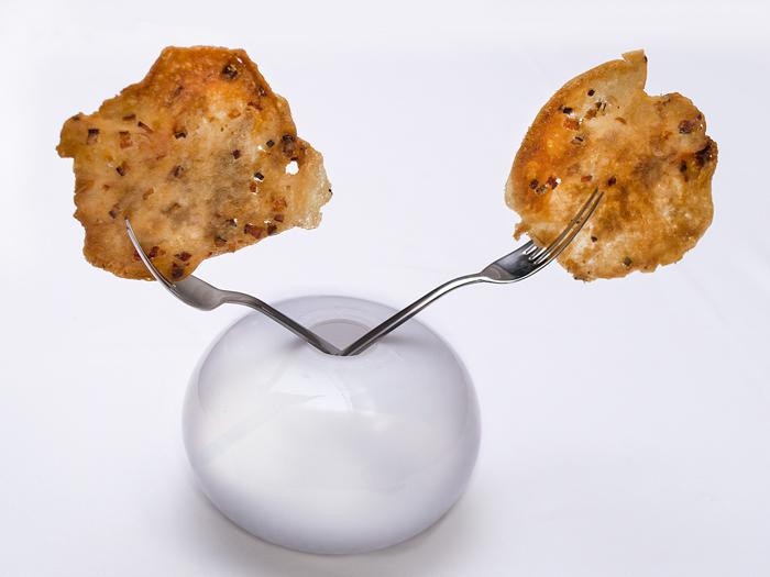 Torta-de-Gachamiga-y-piel-de-sardina-restaurante-maralba-700