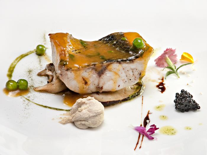 Lubina-y-setas-del-restaurante-Granero-de-Quintanar-de-la-Orden