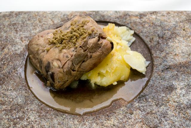 Cordero-asado-del-restaurante-Azafrán-640-web