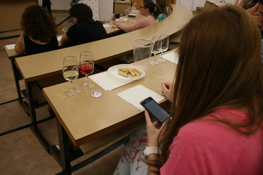 Smartphone y catavinos convivieron en los pupítres de la Universidad