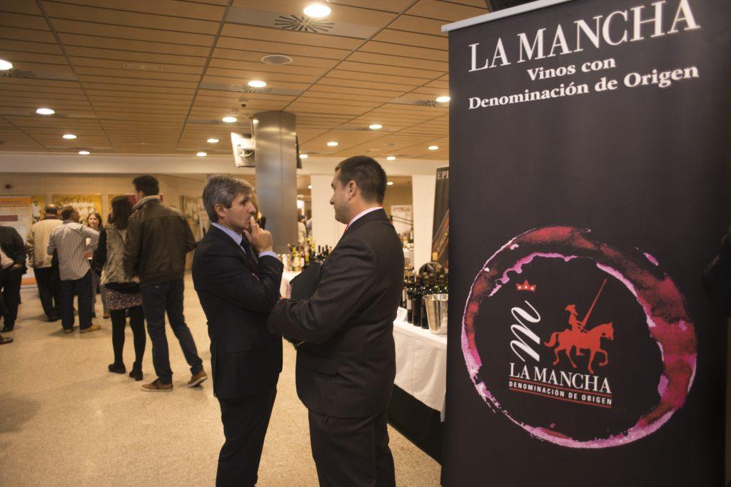 EL público no quedo defraudado en la presentación de los vinos DO La Mancha