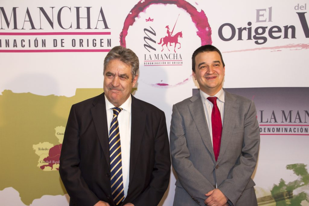 El Consejero del ramo, Francisco Martínez Arroyo junto al Pte del Conejo Regulador, Gregorio Martín Zarco