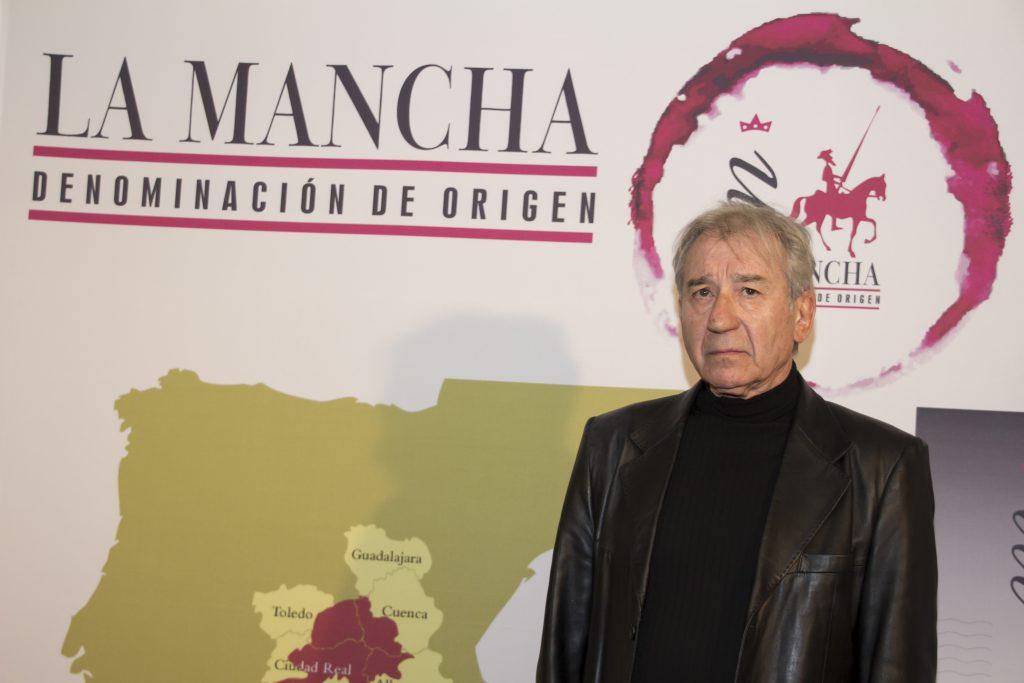José Sacristán, Premio Honorítico 'Gran Reserva' posa para los medios en el photocall DO La Mancha