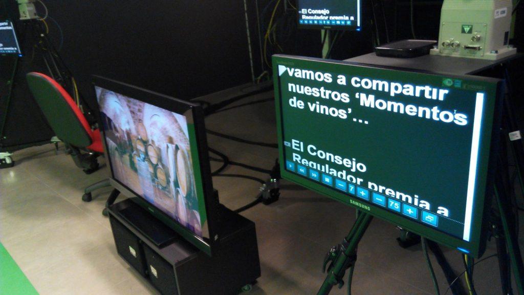 Plato de grabación de Mancha Centro tv para Momentos de de vinos