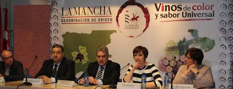 Mesa presidencial en la entrega de los XXIX premios DO La Mancha