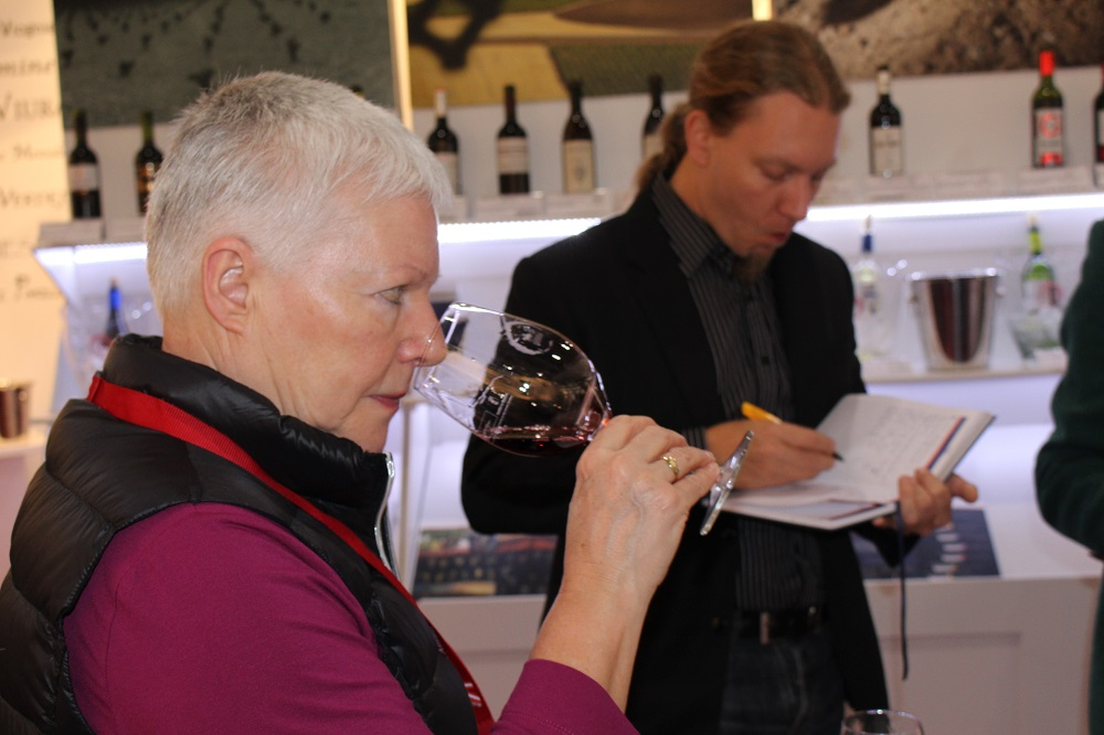 Visitors at D.O. La Mancha tasting area during 2015 edition