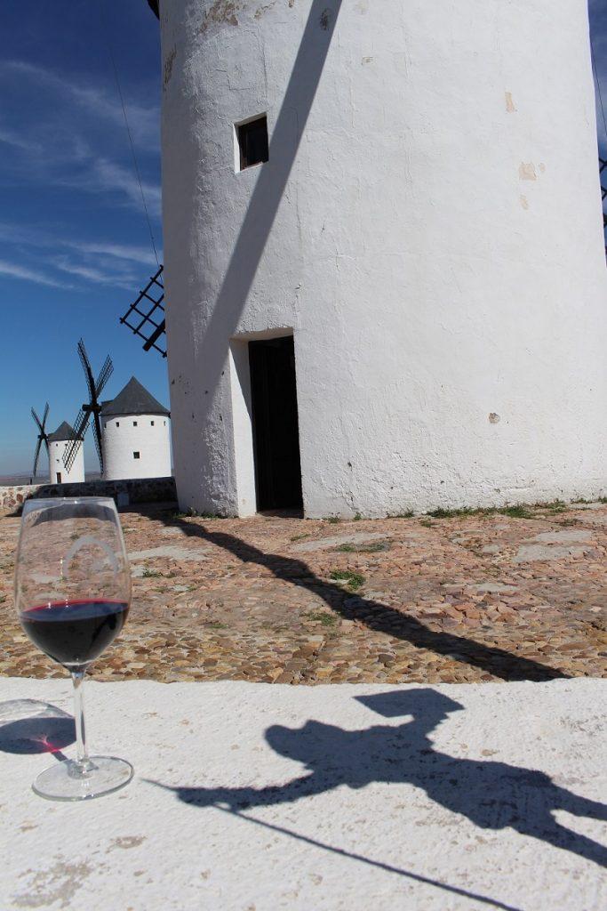 Silueta universalmente reconocida como los vinos DO La Mancha