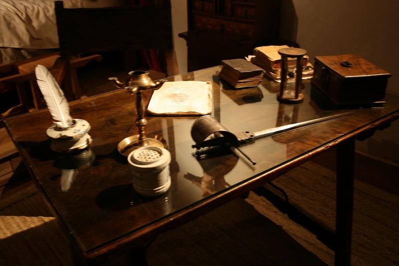 Detalle de los objetos que representan la hidalguía castellana