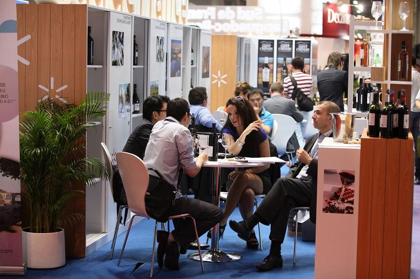 Vinexpo se transforma en un hervidero de reuniones y encuentros