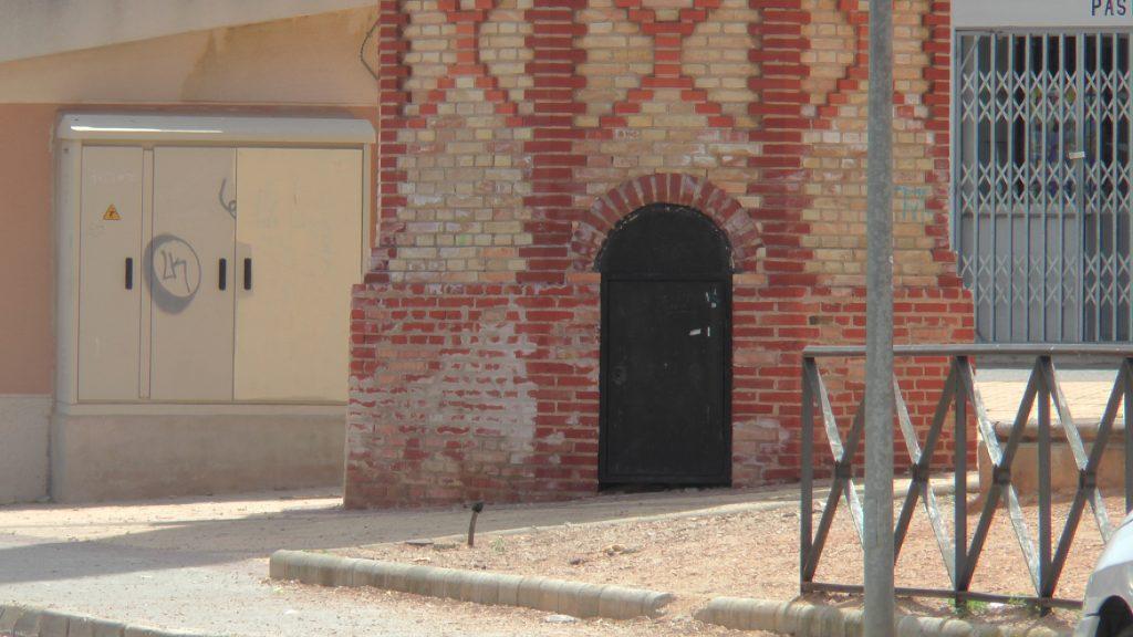 Chimeneas reflejan el paisaje industrial en La Mancha