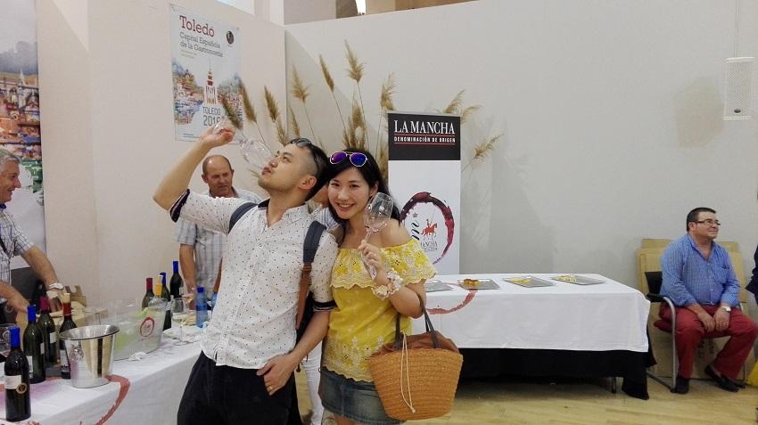 Los turistas nipones disfrutaron con la presentación en Toledo