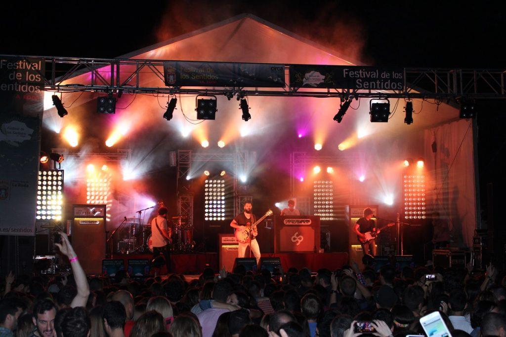 Supersubmarina contagió el ánimo de los asistentes al concierto
