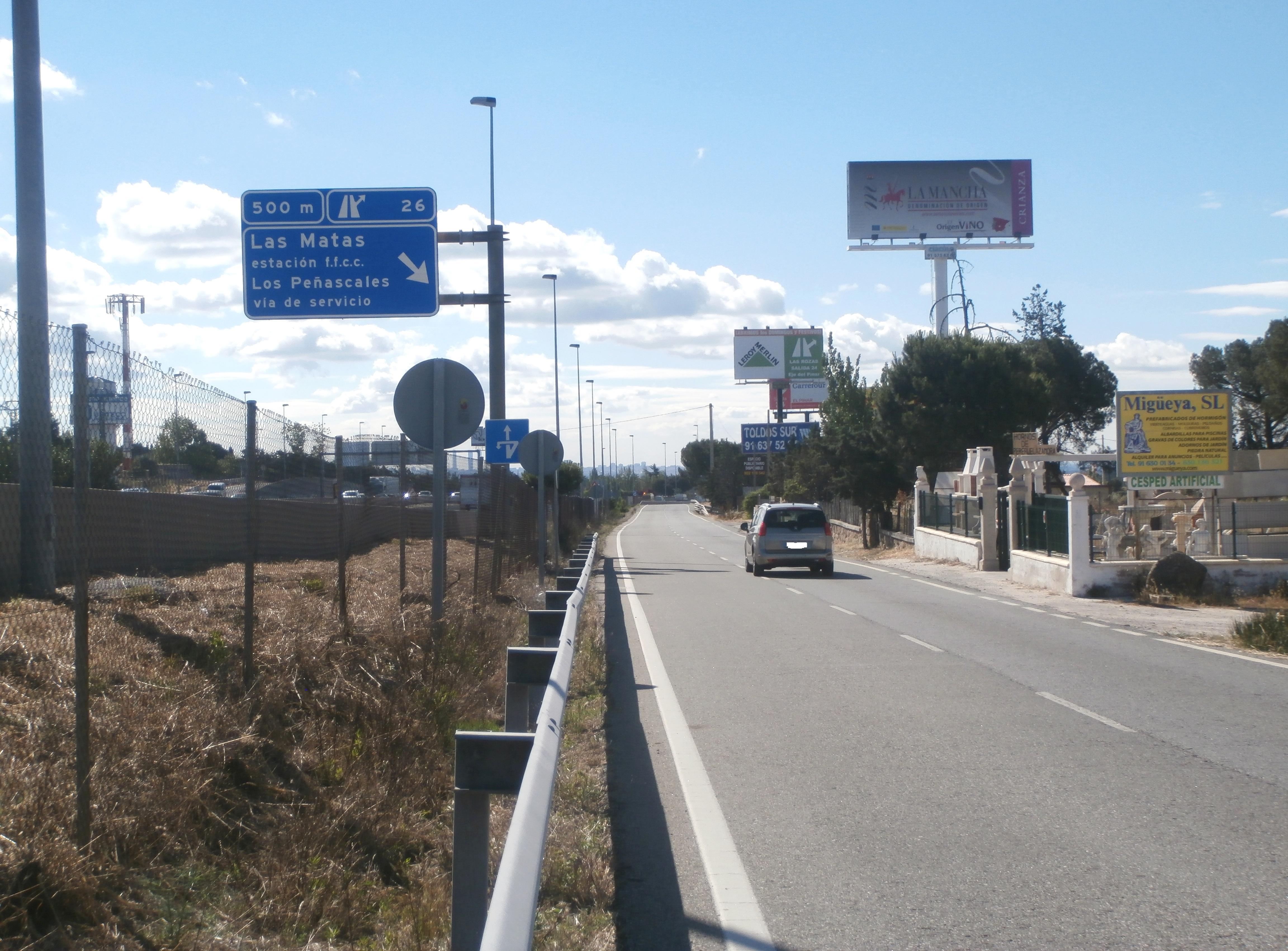 En la A6, un cartel de los vinos DO La Mancha