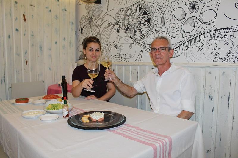 Luisa y Manolo, tandem en el bar Castillo