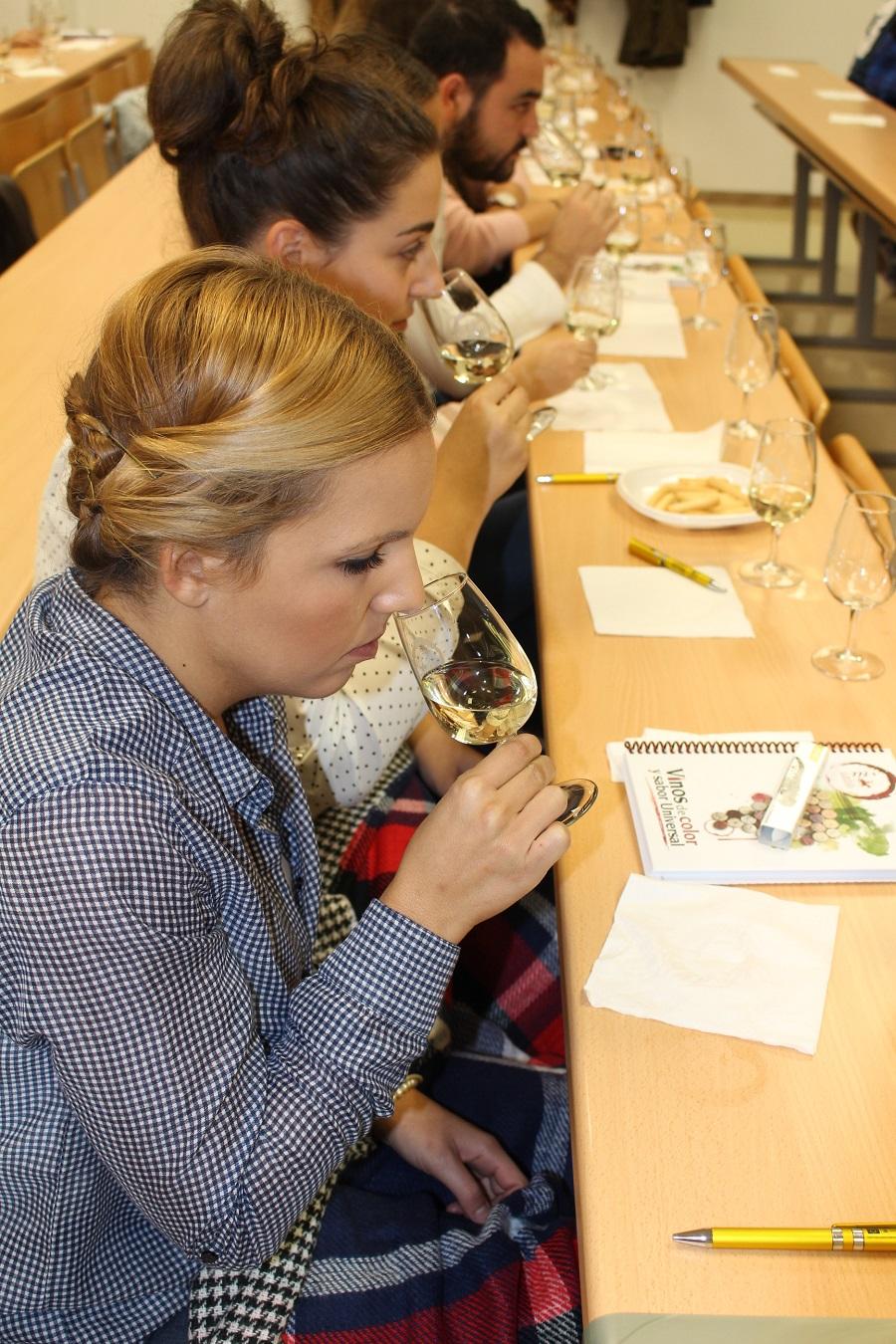 Catas didácticas y amenas resultan claves para acercar el vino a los jóvenes