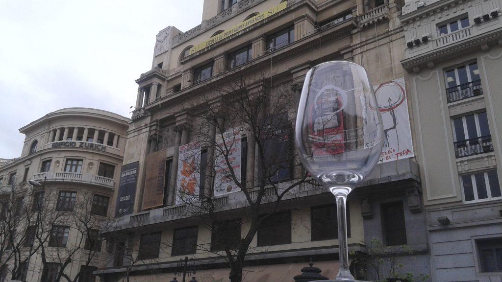 fachada de bellas artes, copa de vino
