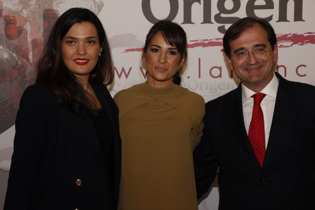 Lorena García, with representatives of Nipace