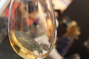copa de vino maridaje con salmorejo