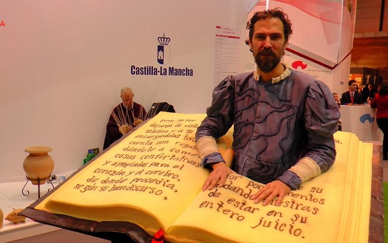 cervantes-y-su-reclamo-literario-como-carta-de-presentacion-en-el-stand-regional-de-castilla-la-mancha