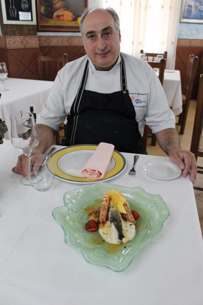 esteban-morales-al-frente-del-restaurante-y-marisqueria-virgen-de-las-vinas-mas-de-25-anos
