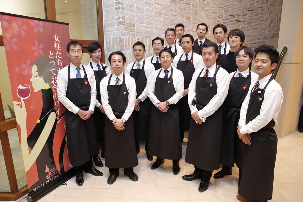 el-servicio-esta-compuesto-por-hombres-exclusivamente-en-Sakura