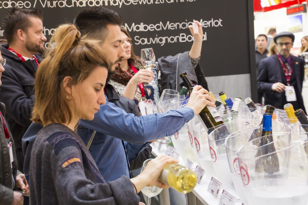 Publico final catando en ProWein 2017