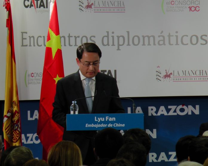 Embajador Chino, Lyu Fan