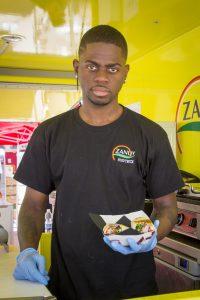 Jimmy Javier en su food truck