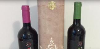 Caja de botella de vino decorada con relieve