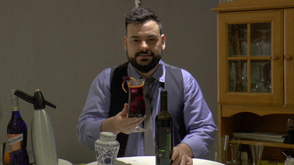 victor Martín con el tinto de verano DO La Mancha