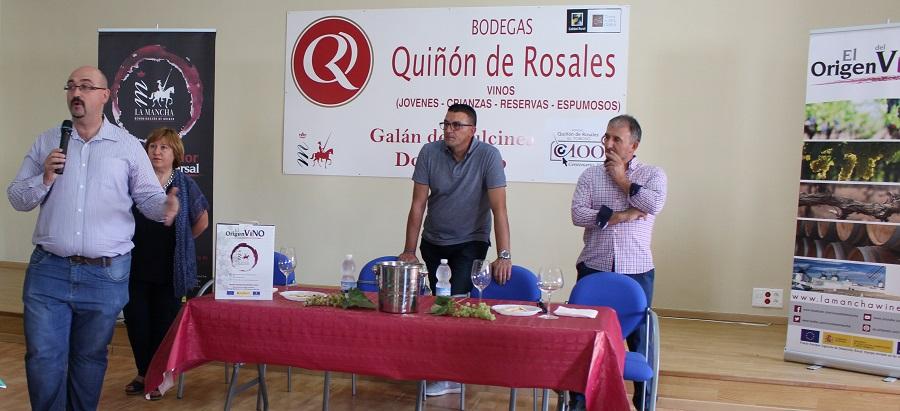 Ángel Ortega durante la explicación del taller