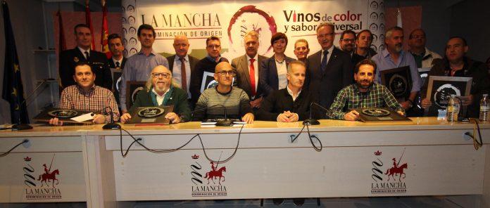 Foto de familia de los Premios 'Vino y Cultura'