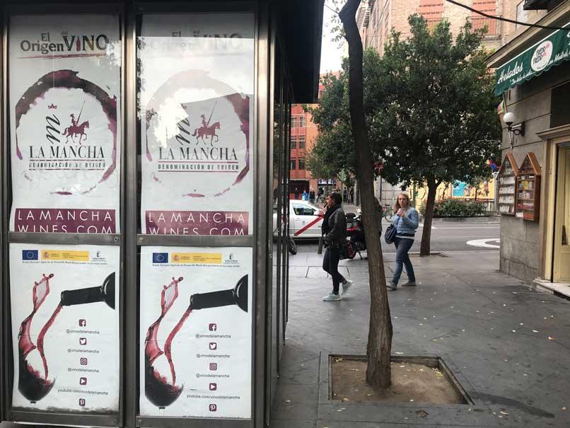 publicidad-en-quioscos-el-origen-del-vino-plaza-san-miguel-1_10