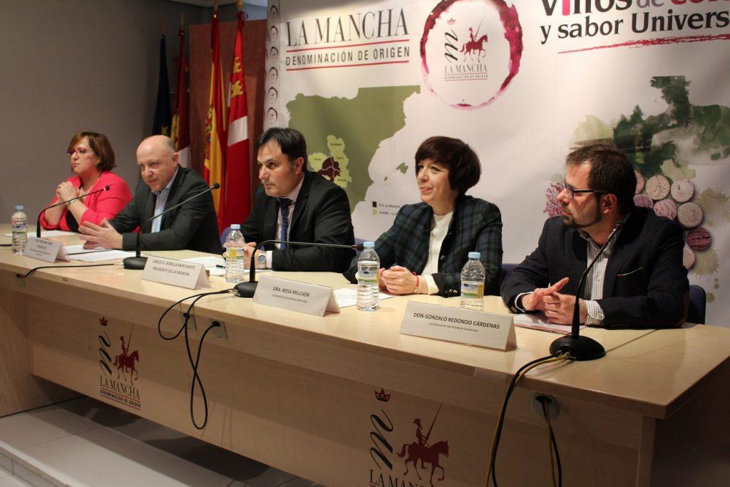 Mesa presidencial con las autoridades provinciales, municipales y autonómicas