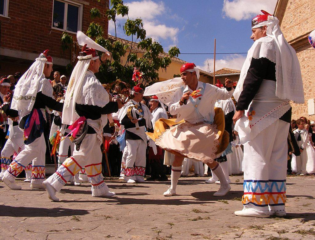 La Madama en acción en la Danza del ttjer del cordón