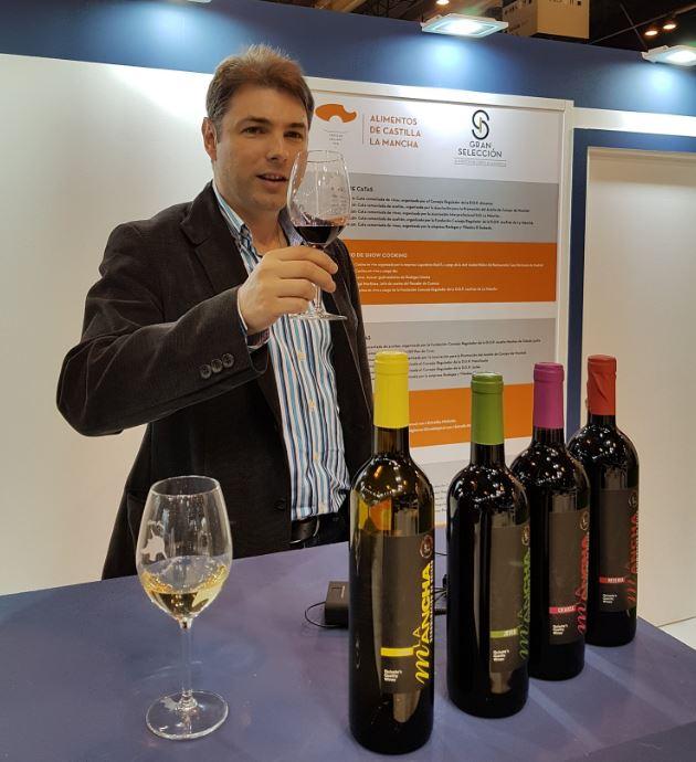 Oscar Dotor imparte la cata en el Salón Gourmets de Madrid