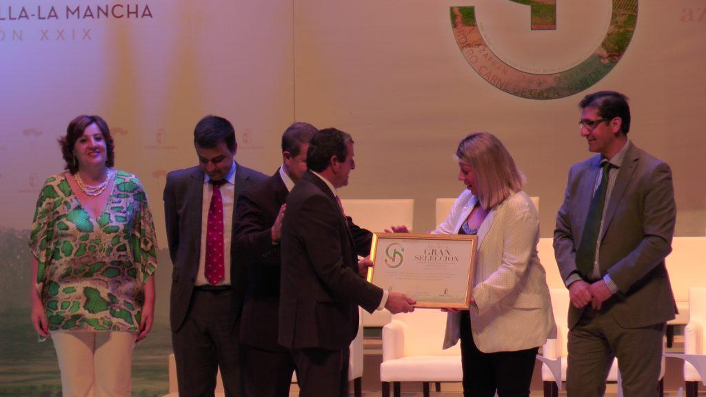Miguel Casero de Dcoop Group recoge el galardón Gran Selección en blancos