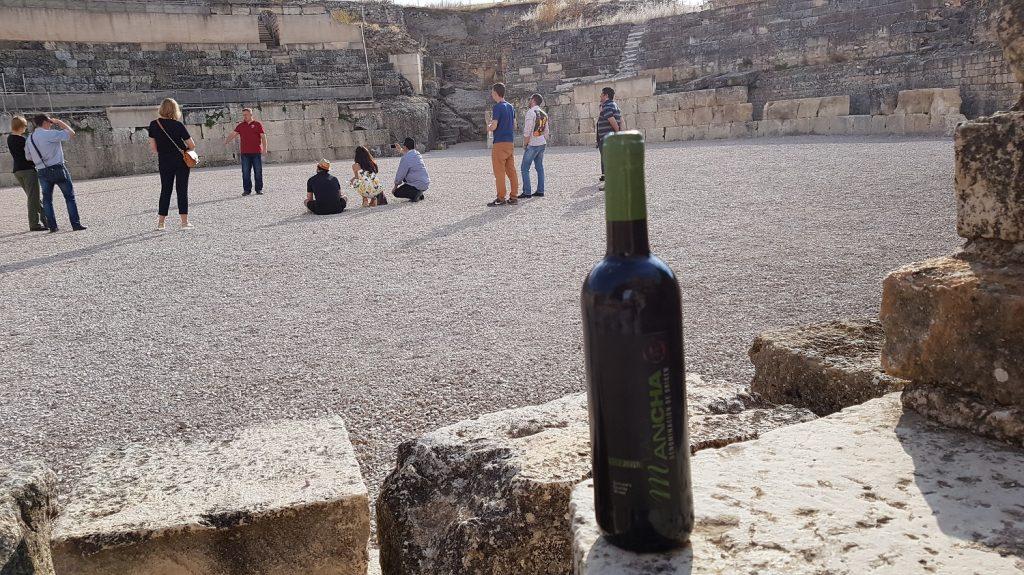 Importadores de la misión inversa en el anfiteatro del parque de Segobriga