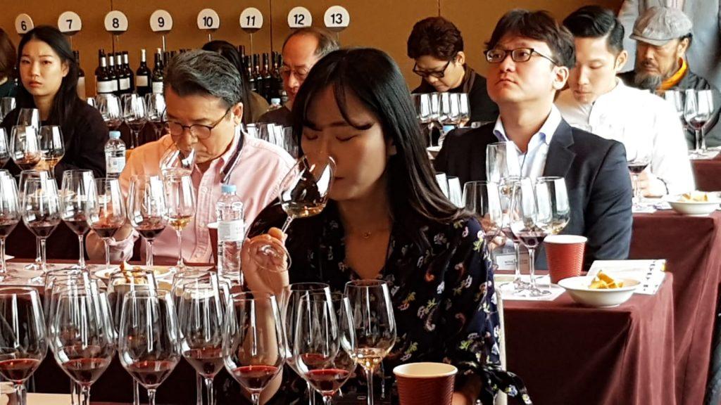 Una importadora surcoreana en el seminario celebrado en Seúl