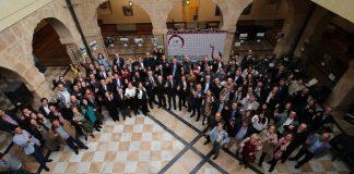 Brindis de público, premiados y autoridades en el claustro del ayuntamiento de Villarrobledo