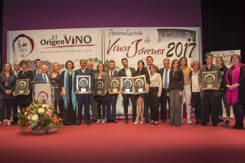 Foto de familia de los Premios Jóvenes 2017