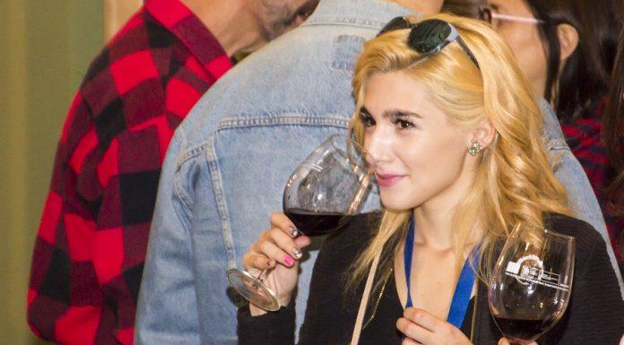 Numeroso público joven se interesó por catar los nuevos vinos